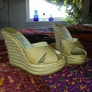 JIMMY CHOO TAN PATENT LEATHER WEDGES-SIZE 5 (35)